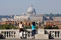 Italy, Lazio, Rome, Basilica di San Pietro in Vaticano Saint Peter´s Basilica, view from the Pincio terrace