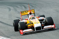 Fernando ALONSO in the Renault R29 during Formula One testing sessions on Circuit de Catalunya near Barcelona, Spain