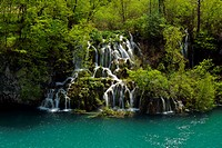 waterfall and turqoise coloured lake in the upper lakes area in Plitvice Lakes National Park, Croatia, Lika_Senj, Nationalpark Plitvicer Seen