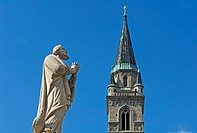 Statue of St Peter and Collegiate Church, Close Up