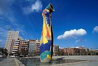 Sculpture Dona in Ocel, Park Joan Miro