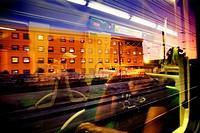 Paisaje reflejado desde el interior del vagón  Ferrocarriles de Lisboa  Portugal  Europa