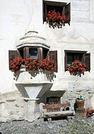 Historic bay window, Ardez, Lower Engadine, Grisons, Switzerland, Europe