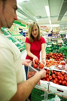 woman and her boyfriend, buying tomatoes