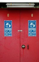 Warning sign: open only in case of emergency, blue on dark red, respiratory equipment
