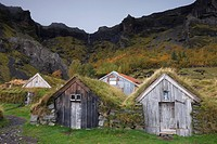 Farm buildings at Nupsstadur, under Lomagnupur cliffs, dating from the 18 and 19th centuries, South Iceland, Iceland, Polar Regions
