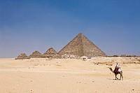 Mykerinos Pyramide und drei kleine Königinnenpyramiden, Kairo, Aegypten, Pyramid of Menkaure and three small Pyramids of Queens, Cairo, Egypt