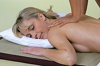 woman receiving thaimassage