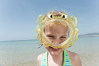 Spain, Mallorca, Girl 4_5 on the beach wearing diving goggles, portrait