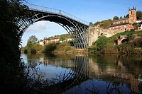 England, Shropshire, Ironbridge , The Ironbridge Bridge. The world´s first cast iron bridge was built over the River Severn by the Darby family firm i...