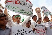 Suni Muslims demonstrating in Karachi against shi-ites, U S  and Taliban attacks