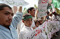 Suni Muslims demonstrating in Karachi against shi-ites, U S  and Taliban attacks