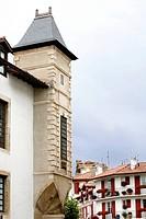 DETAIL OF THE LOUIS XIV HOUSE, SAINT JEAN DE LUZ, PYRENEES ATLANTIQUES, 64, FRANCE, BASQUE COUNTRY, BASQUE COAST