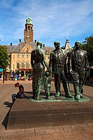 The Netherlands, South Holland, Rotterdam, town hall and statue