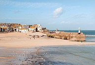 England, Cornwall, St. Ives. St. Ives harbour at low tide.