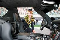 Woman Showing Car, 14/03/10, Grand Prix, Bahren, Persian Gulf