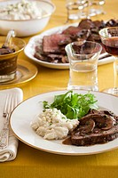 Roast beef with mushrooms and mashed potato