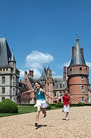 A RACE AND CHILDREN PLAYING IN THE PARK OF THE CHATEAU DE MAINTENON, EURE_ET_LOIR 28, FRANCE