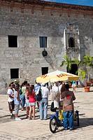 Dominican Republic, Santo Domingo, Zona Colonial, Calle Las Damas, first paved street in the Americas, ice cream vendor