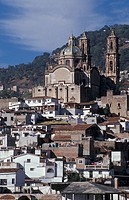 Mexico, Guerrero, Taxco city, the town and the cathedral
