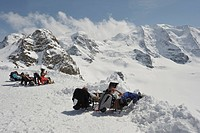 Europe, Switzerland, Engadina, Diavolezza, sunbathing on the Bernina