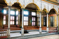 Imperial Hall with the throne of the sultan, the Harem and the Sultan´s Private Apartments, topkapi palace museum, Istanbul, Turkey
