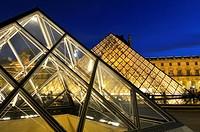 Glass pyramide, by Ieo Ming Pei, at Napoléon court. Palais du Louvre. Musée du Louvre. Paris. France.