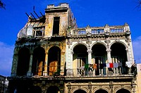 CUBA, HAVANA, STREET SCENE, PASEO DE MARTI, COLONIAL HOUSE, LAUNDRY