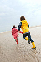 Germany, St. Peter_Ording, North Sea, Children 6_9 running on beach