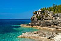 Indian Head Cove on Georgian Bay along the Niagara Escarpment _ a world biosphere _ in Ontario´s Bruce Peninsula National Park