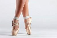 detail of ballet dancer´s feet