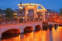 Magere Brug, Skinny Bridge, in the evening light, Amsterdam, Netherlands, Europe, Amsterdam, Niederlande