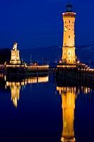 Deutschland, Bodensee, Lindau, Hafeneinfahrt, Loewenskulptur, Leuchtturm, Europa, Oberschwaebische Barockstrasse, Stadt, Hafen, Hafenbecken, Einfahrt,...