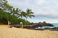 Young couple on the beach, Malu´aka Beach, Maui, Hawaii, USA, America