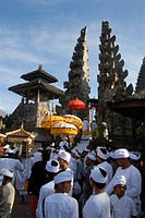 Balinese Hinduism, gathering of believers, ceremony, believers in white temple-dress with colorful parasols, split gate, Candi bentar, entrance gate, ...
