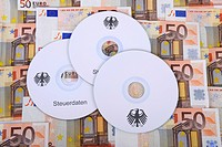 CDs, bills, 50 euro notes, bank notes, symbolic image for illegal trade with tax data, customer data, banking information, tax evasion, black money