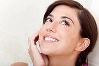 Portrait of a gorgeous pensive woman _ beauty concepts