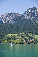 Austria, Salzkammergut, View of steinbach am attersee and attersee lake with hoellen mountains in background