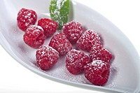 Raspberries with Pouwdered Sugar, white Plate