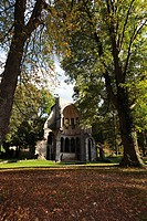 Europe, Germany, North Rhine_Westphalia, View of choir ruins in heisterbach abbey