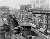 Bird´s_eye view of Chicago´s Wabash Avenue, showing elevated railroad, ca. 1907.