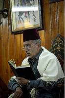 The story narrator Abu Shady in the cafe in Nafura in the Souq or market in the Old Town and capital of Syria and city of Damascus in Übersicht, Syria
