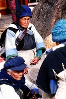China, Yunnan, Lijiang, old women,
