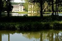 France, Burgundy, Ancy le Franc, Burgundy canal