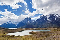 South America, Chile, Patagonia, View of mountains with nordenskjöld lake