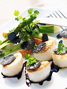 Sauteed scallops with truffles