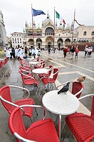 Saint Mark´s Square and Saint Mark´s Basilica, Cathedral church of the Roman Catholic Archdiocese of Venice. Byzantine architecture. Consacrated in 10...