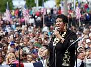 Detroit, Michigan - Aretha Franklin sings at President Barack Obama´s Labor Day rally in Detroit