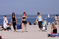 bathers on a sunlit Baltic Sea beach , Germany, Schleswig_Holstein, Travemuende, Luebeck