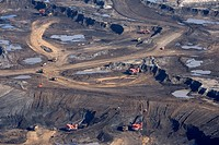 Oil Sands mining operations at Syncrude Canada´s Aurora mine project, Fort McMurray, Alberta